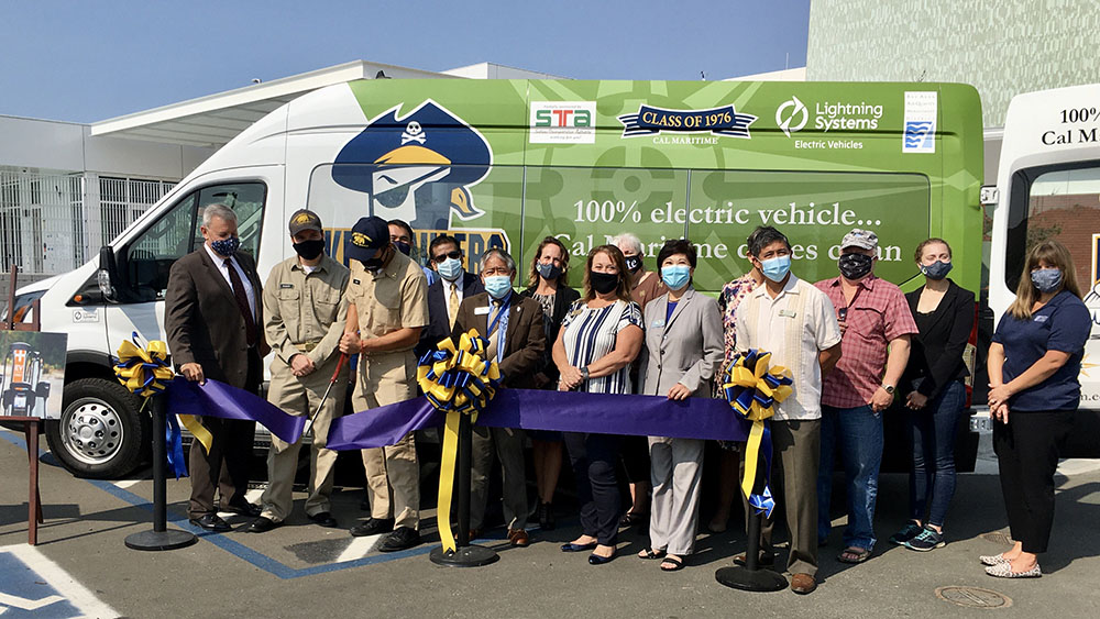 Keelhauler van ribbon cutting ceremony